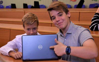 A Microsoft Showcase School fekete övesei lettünk